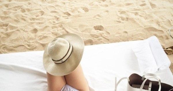 Mulher de craque do Corinthians exibe corpão em dia de praia ...
