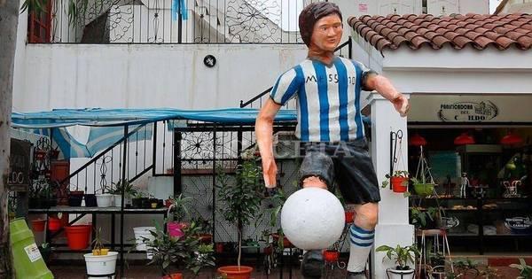 Que é isso?! Veja a bisonha estátua de Messi que deu o que falar ...