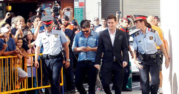Messi é condenado a 21 meses de cadeia na Espanha - Esportes ...