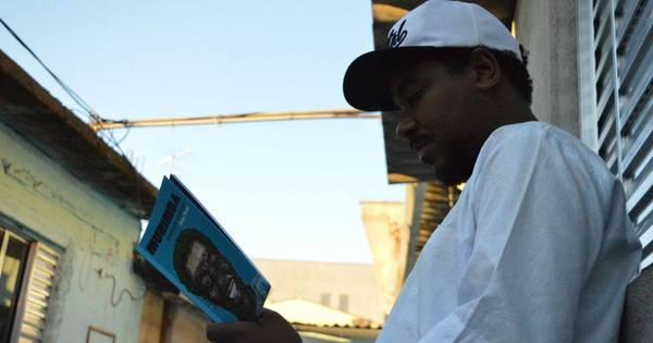 Poeta Akins Kintê lança livro multimídia com versões musicais de ...