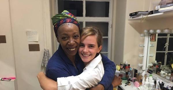 Emma Watson assiste à peça sobre Harry Potter e conhece atriz ...