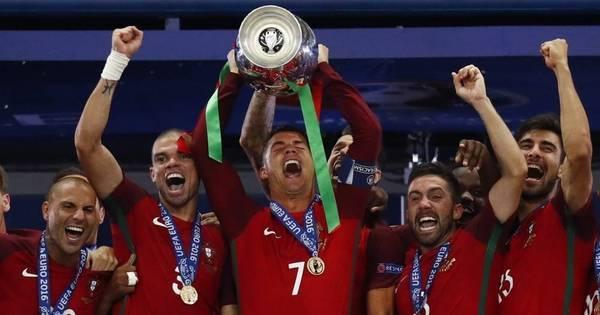 Cristiano Ronaldo sai de maca, mas Portugal vence a França na ...