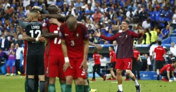 Cristiano Ronaldo sai de maca, mas Portugal vence a França e ...