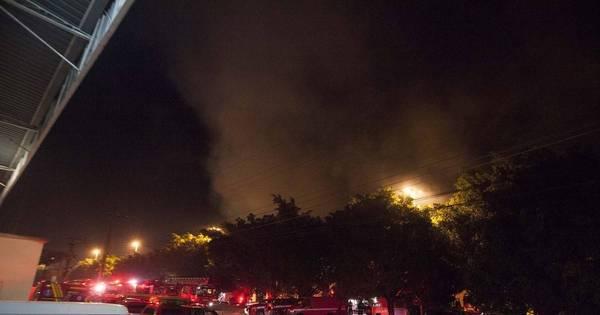 Incêndio atinge galpão na zona oeste de São Paulo - Notícias - R7 ...