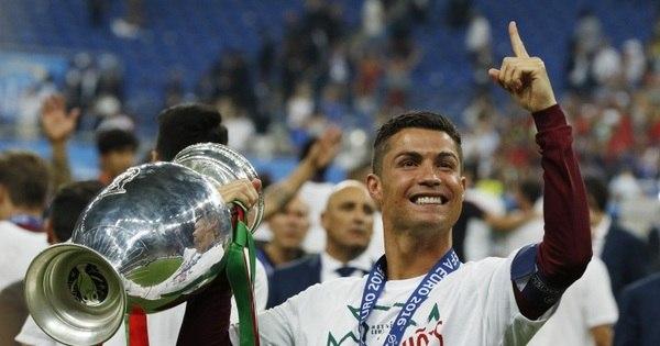 Cristiano Ronaldo ou Messi? Títulos na temporada colocam ...