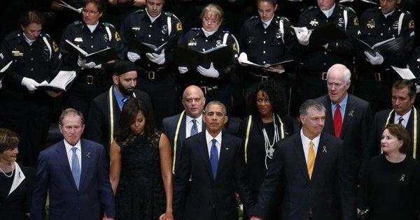 Obama busca tom de reconciliação em cerimônia por policiais ...