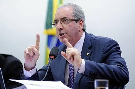 Cunha entra no STF para tentar impedir cassação de mandato