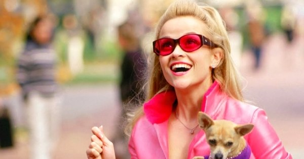 Reese Witherspoon celebra os 15 anos do filme Legalmente Loira ...