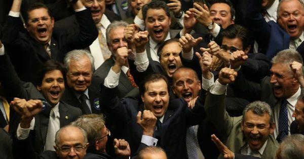 Rodrigo Maia diz que não vai definir prazo para votar cassação de ...