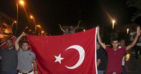 Tentativa de golpe deixa centenas de mortos e feridos na Turquia ...