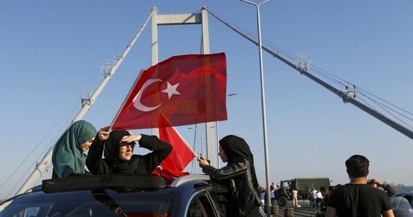 Quase 3.000 militares rebeldes são presos após tentativa de golpe ...