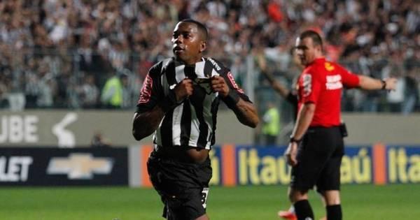 Com dois gols de Robinho, Atlético- MG bate Coritiba e se reabilita ...