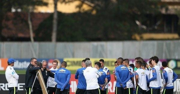 Recheada de craques, seleção brasileira de futebol tenta resgatar o ...