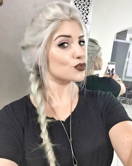 Um belo dia Tayrine resolveu mudar o visual. A gata tingiu a cabeleira de loiro e, em seu perfil no Instagram, exibiu o resultado. A imagem compartilhada pela gata recebeu milhares de curtidas e dezenas de elogiosAssista aos programas da Record no R7 Play