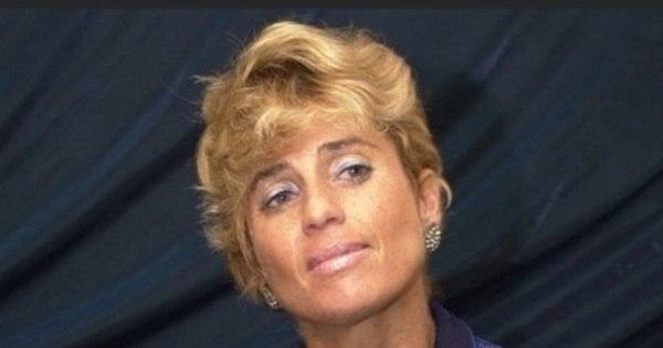 Aos 52 anos, ex- BBB Cida Moraes tem barriga chapada e está ...