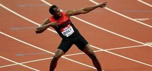 Usain Bolt chama a atenção ao desembarcar no Rio de Janeiro