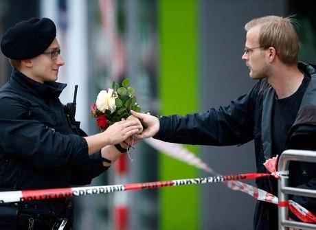 População presta homenagem às vítimas de ataque que matou 10