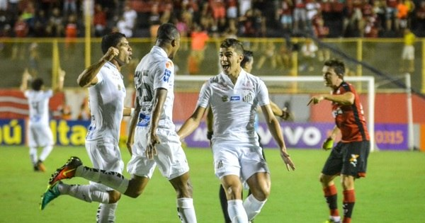 Santos bate Vitória e entra de vez na briga pelo título - Esportes - R7 ...