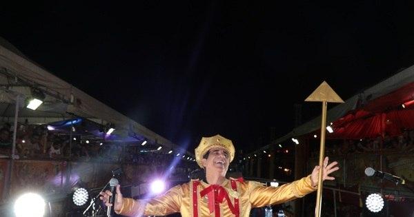 Durval Lélys se fantasia de rei em show no Fortal 2016 - Fotos - R7 ...