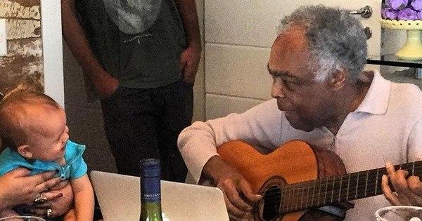 Vídeo mostra Gilberto Gil compondo música para a bisneta Sol de ...