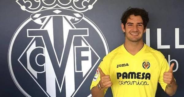 Com contrato assinado, Alexandre Pato posa com camisa do novo ...