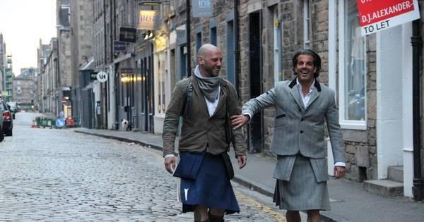No Domingo Espetacular, Álvaro Garnero veste saia e anda pelas ...