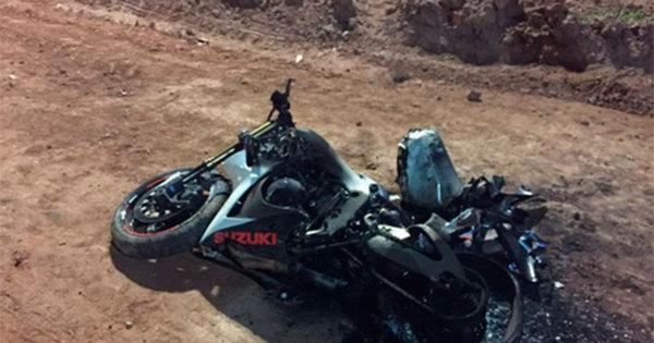 Motociclista fica ferido ao se chocar em placa que caiu de obra do ...
