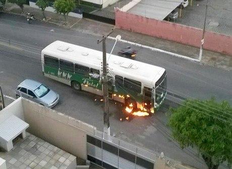 RN tem 34 ônibus incendiados. Veja imagens do Brasil e do mundo