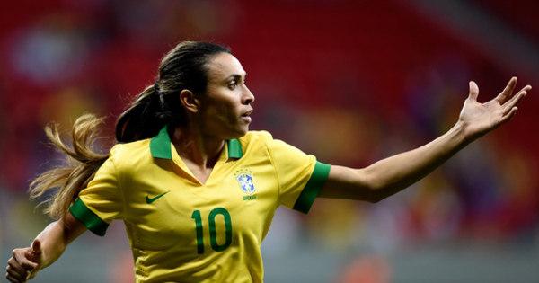 Pressão do público é crucial para avanço do futebol feminino, diz ...