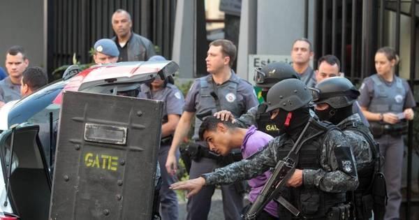 Criminoso faz reféns em lanchonete após trocar tiros com a PM em ...