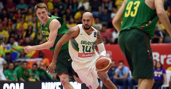 Brasil vence Lituânia no sufoco em prévia da estreia no basquete ...