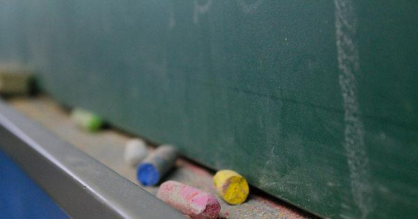 Ensino privado deve registrar queda em matrículas em 2016, prevê ...