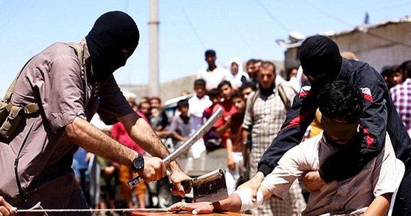 Estado Islâmico decepa mão de suposto ladrão em frente a uma ...
