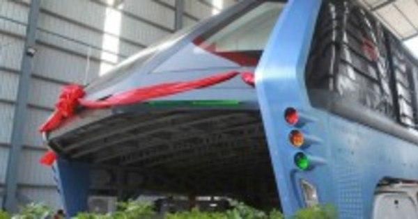 China testa aguardado ônibus que passa por cima de ...