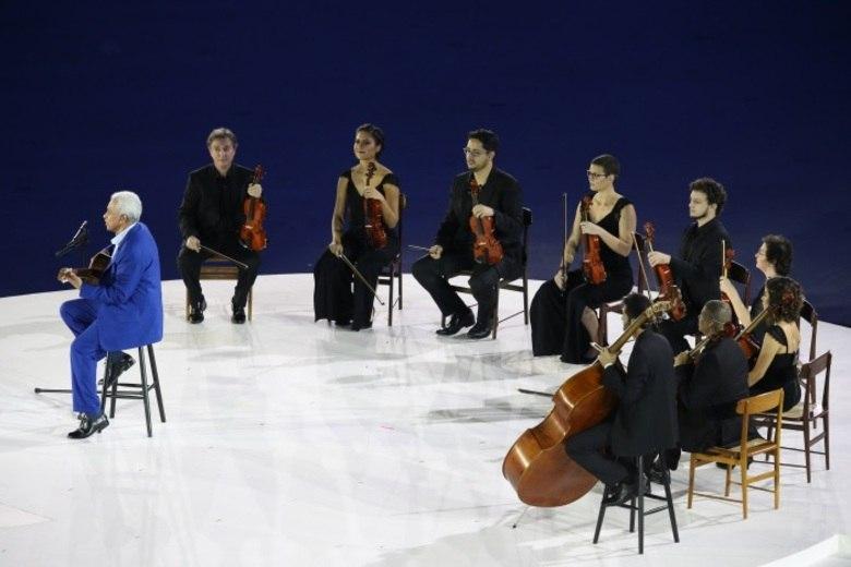 Paulinho da Viola foi o responsável por cantar o Hino Nacional