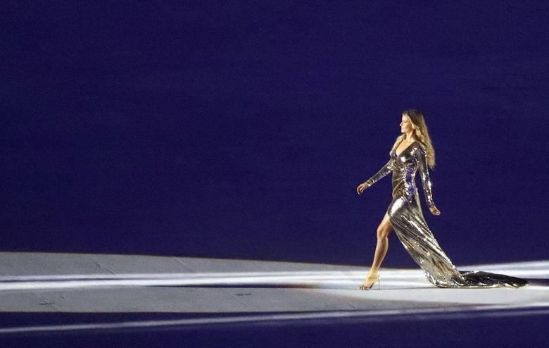 A top model brasileira deu um show no Maracanã