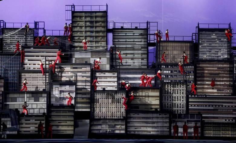 A música Construção, de Chico Buarque, foi bem retratado na Cerimônia de Abertura