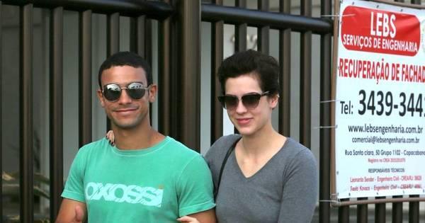 Sophia Abrahão e Sergio Malheiros passeiam com look confortável ...