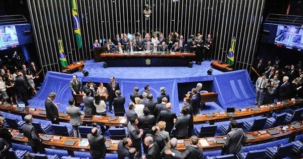 Impeachment: começa sessão que decidirá se Dilma vai a ...