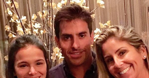 """Bruna Marquezine posa com amigos em Miami: """"Nova formação do ..."""