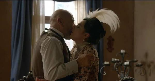 Rolou! Quintiliano e Beatrice finalmente se beijam - Fotos - R7 ...