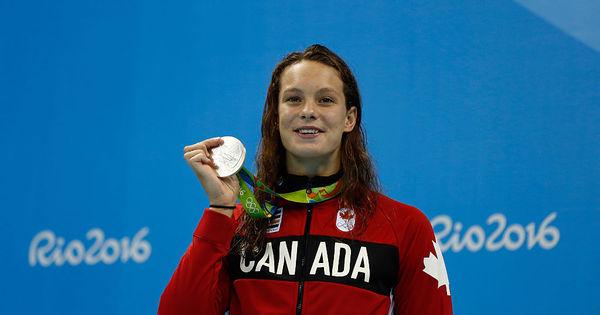 Conheça a nadadora de 16 anos que já subiu ao pódio quatro ...