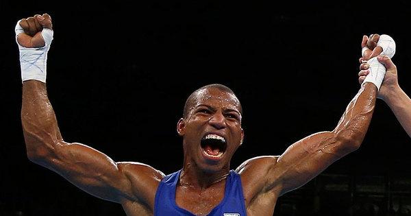 Brasileiro disputa medalha de ouro no boxe nesta terça - Fotos - R7 ...