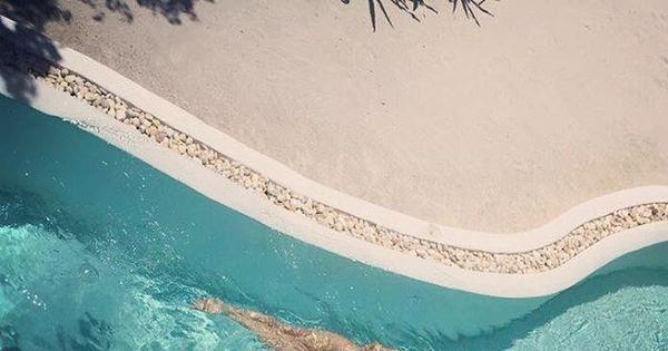 Isabeli Fontana nada nua em piscina de hotel. Veja fotos da lua de ...