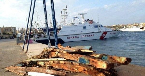 Menino egípcio viaja por 10 dias no mar para ir à Itália salvar o irmão