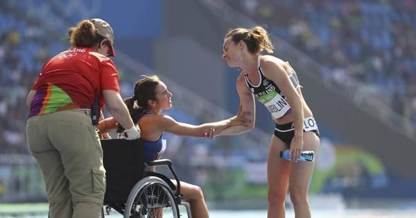 Espírito olímpico: corredoras que caíram durante prova se ajudam e ...
