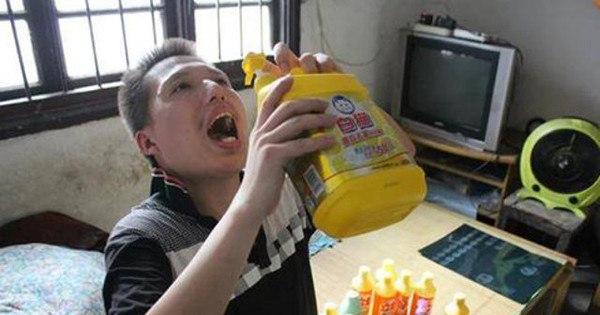 Chinês viciado bebe meia garrafa de detergente por dia há quatro ...