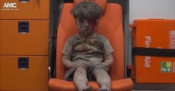 Morre irmão de garoto sírio fotografado em Aleppo - Notícias - R7 ...