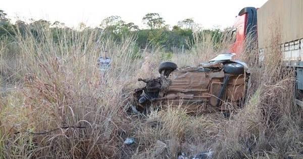 Acidente deixa seis pessoas mortas após carro colidir de frente com ...