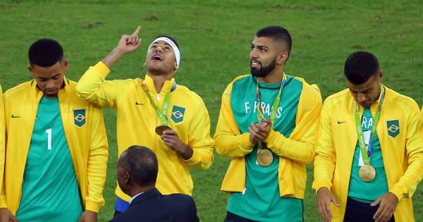 Cortado por lesão, Fernando Prass ganha homenagem após ouro ...